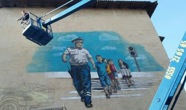 Street artist in Osh helps build trust between communities and police