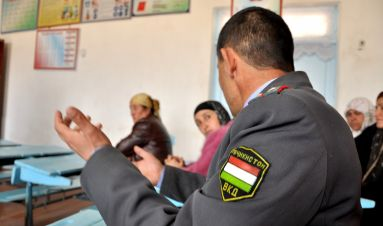 Changing attitudes: police-community meetings in Isfara