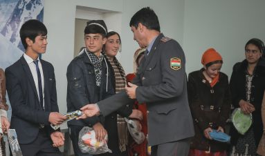 Building trust between police and young people in Tajikistan